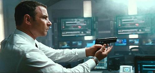 核のボタンが登場する映画「ソルト」映像1